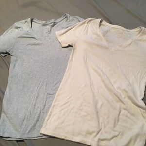 2 simple v-neck tees